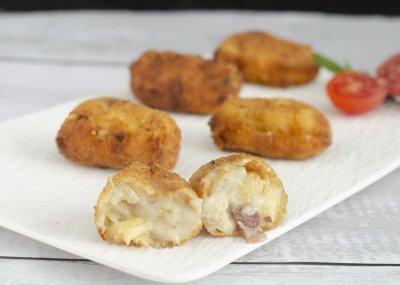 Croquetas de pollo, jamón y queso