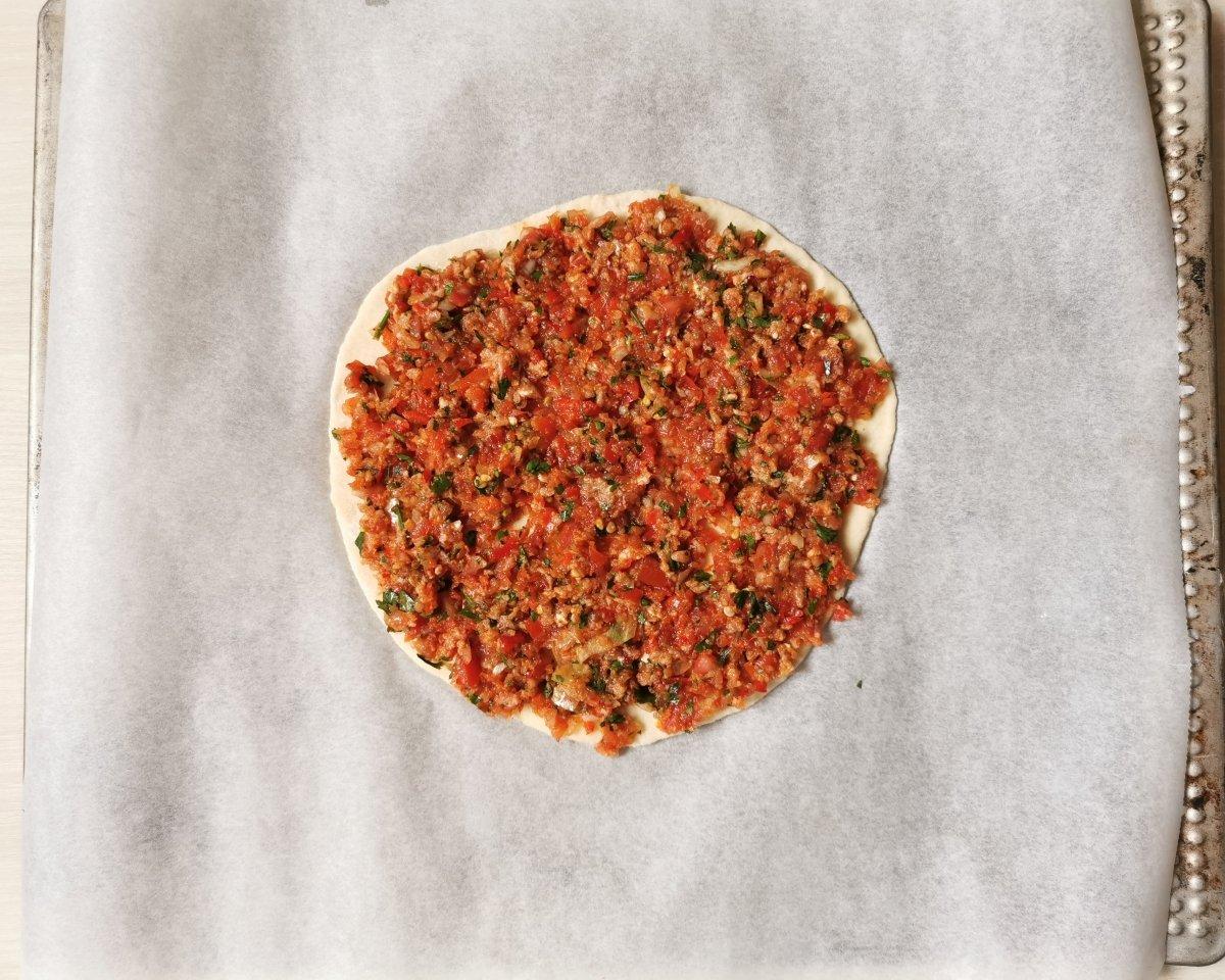 Cubrir con la mezcla de carne de forma homogénea