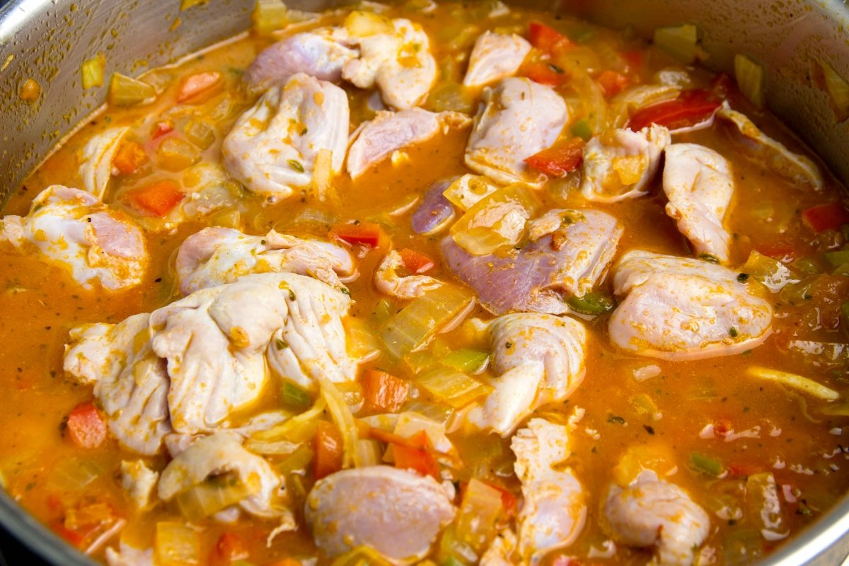 Cubrir de caldo o agua las mollejas de pollo