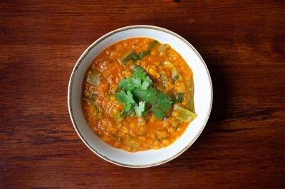 Curry de lentejas rojas y verduras