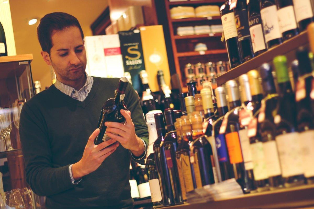 David Monaguillo en una vinoteca