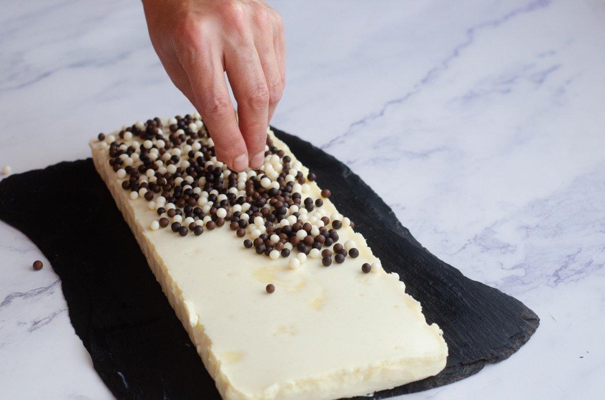 Decorando tarta de chocolate blanco