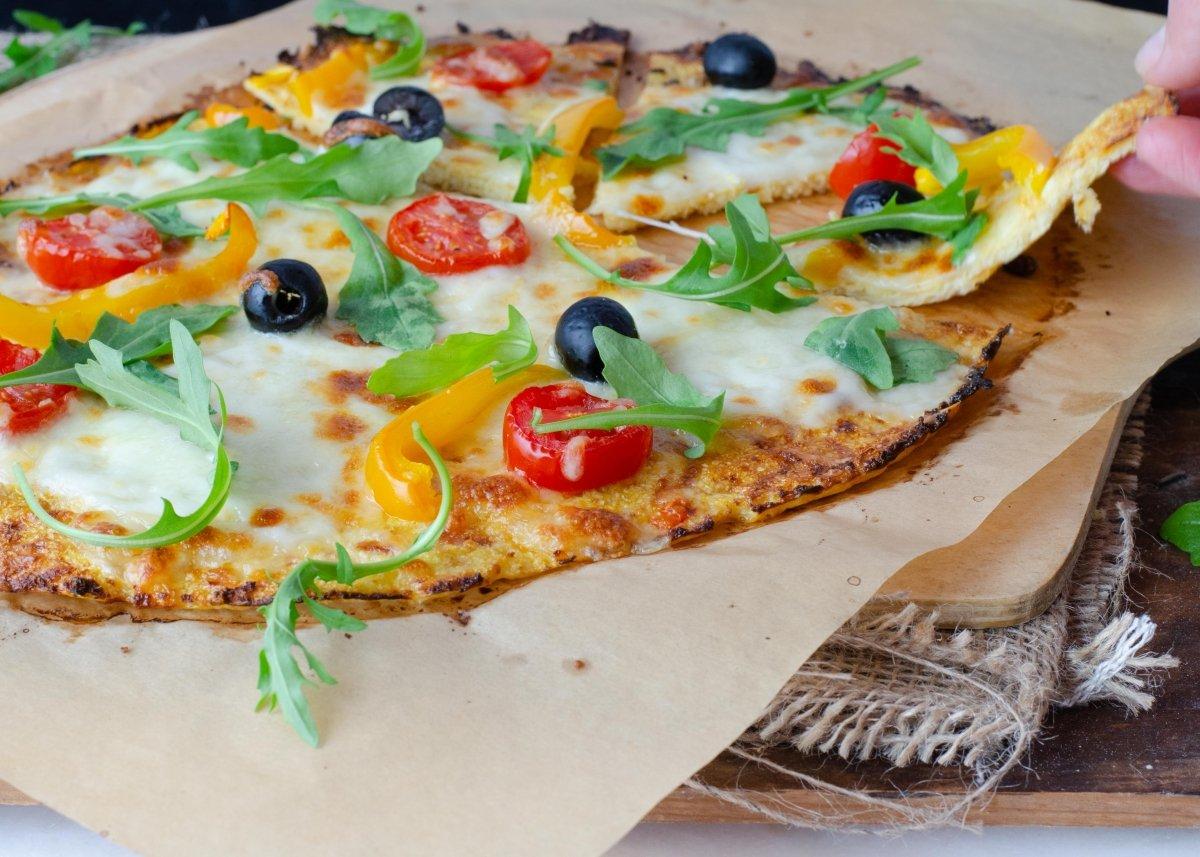 Degustando pizza de coliflor