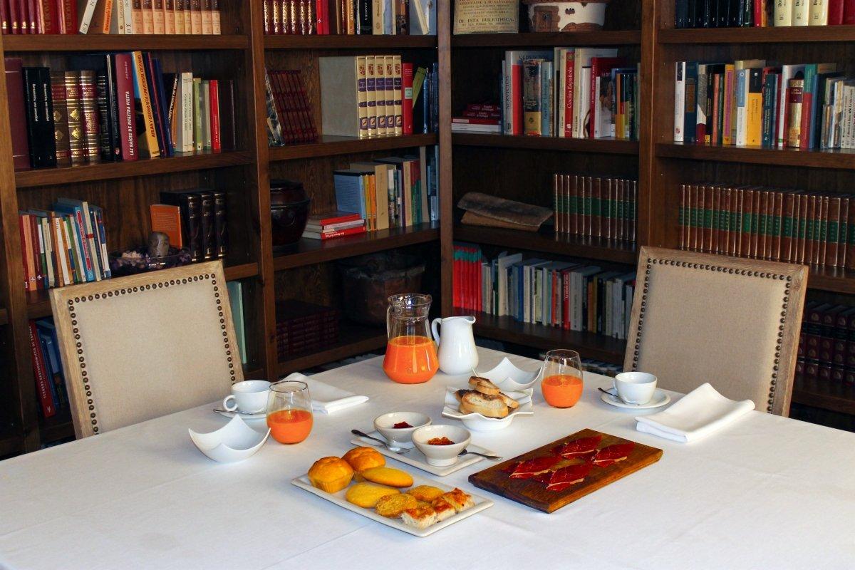 Desayuno del hotel Lera en la biblioteca junto al restaurante Lera