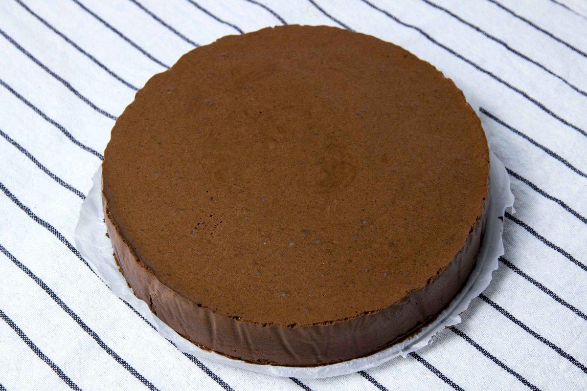 Desmoldar la tarta de chocolate cuajada