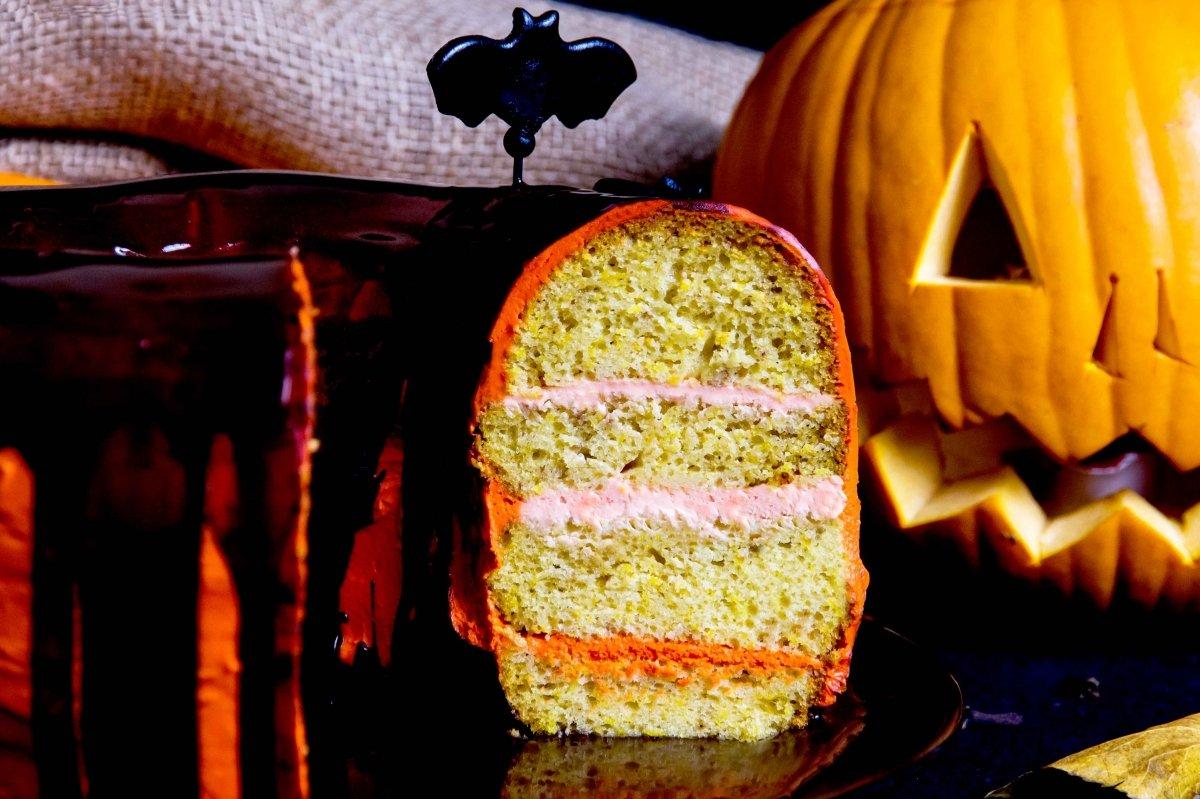 Detalle al corte horizontal de la tarta de calabaza