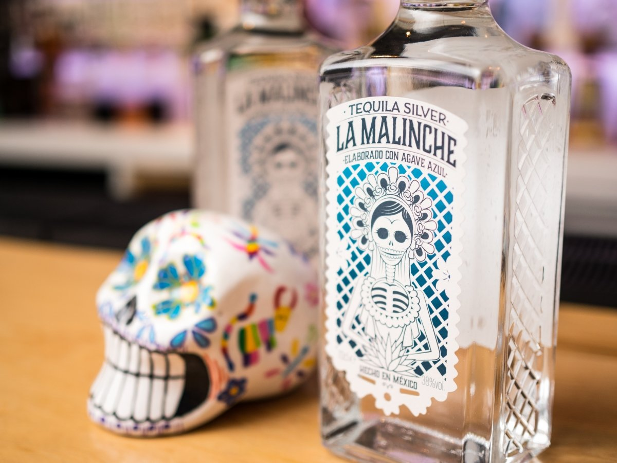Detalle de la botella de Tequila Silver La Malinche