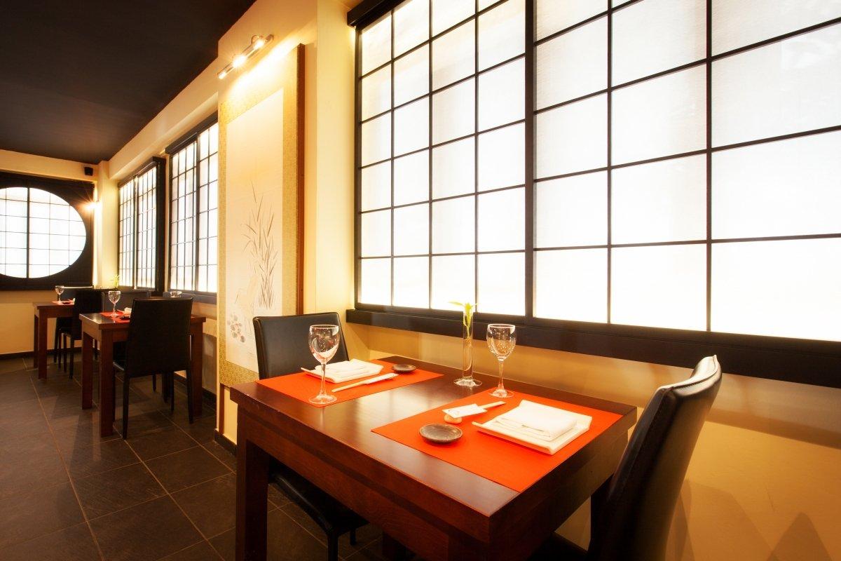 Detalle de la sala del restaurante Ta Kumi