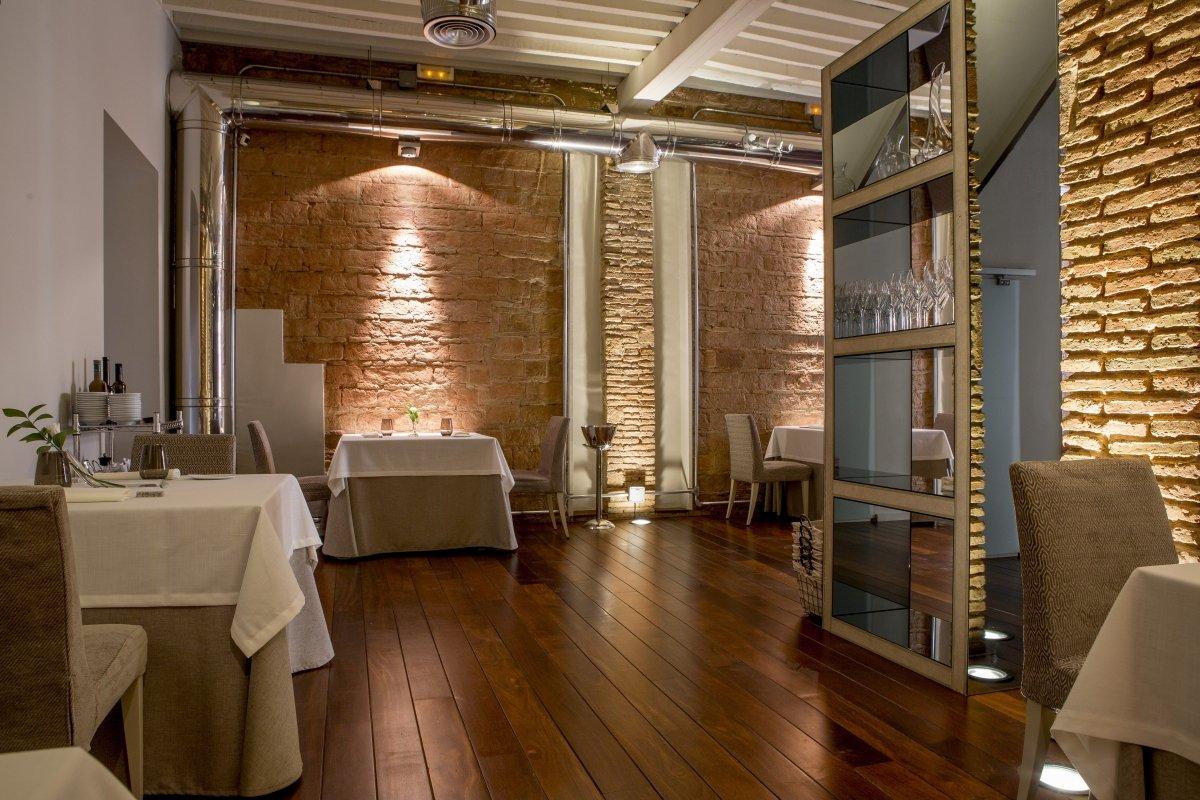 Detalle de una de las salas del restaurante Bardal