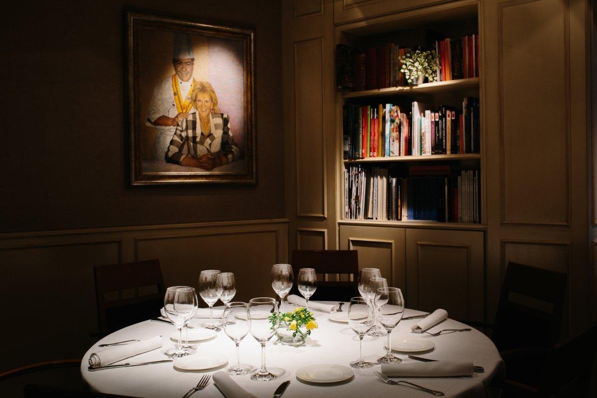 Detalle de una mesa del restaurante Rodero de Pamplona