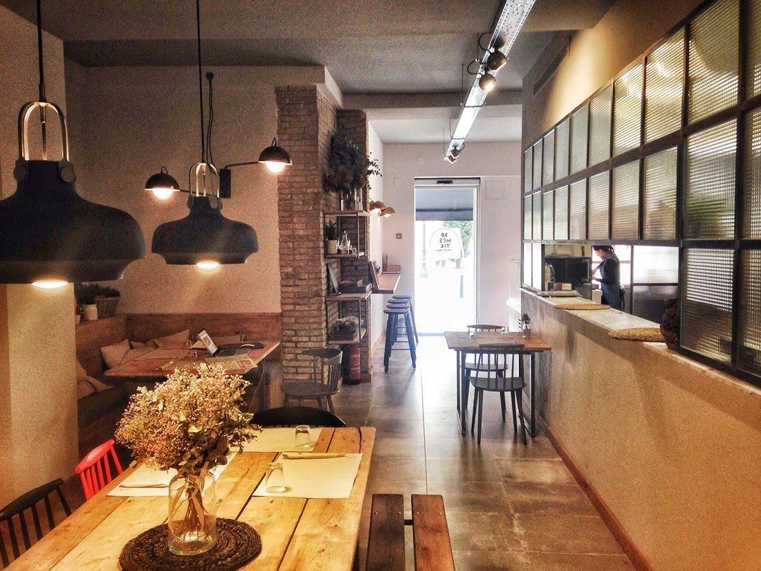 Domèstic, una casa de comidas para llevar hecha lugar de culto
