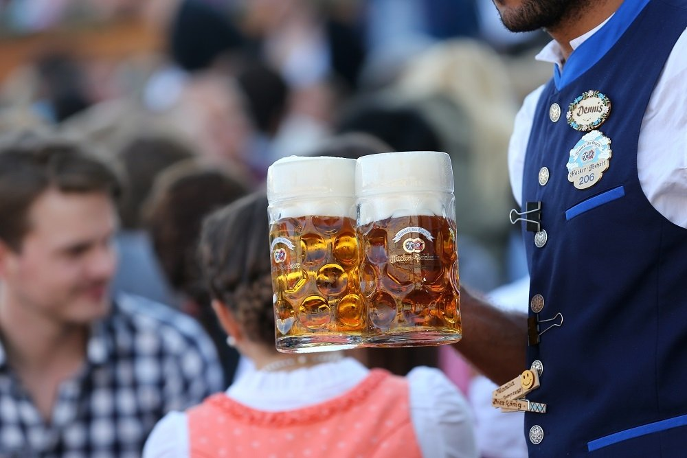 Dos jarras de Hacker Pschorr Oktoberfestbier