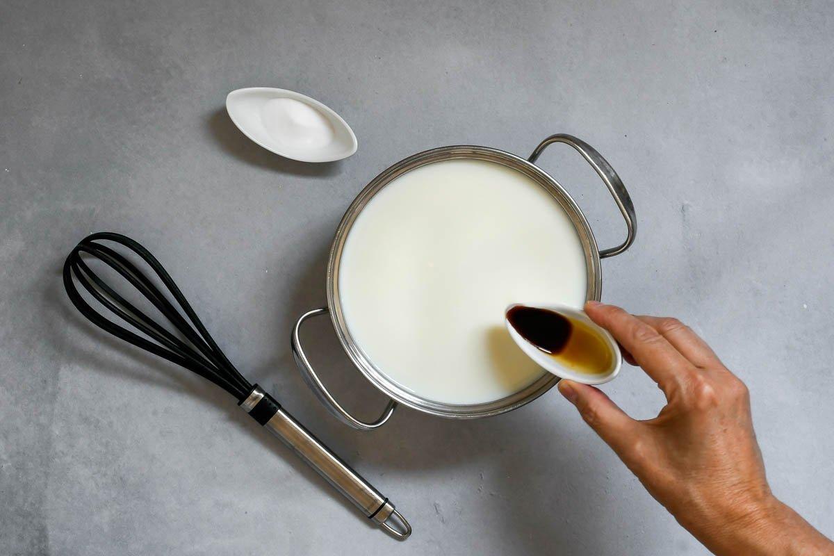 Dulce de leche tradicional: añadir la esencia de vainilla