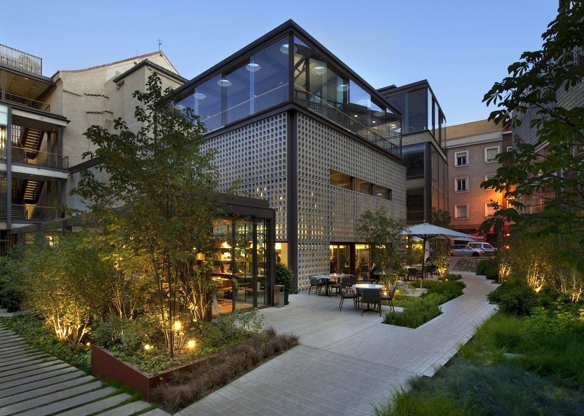 Edificio y terraza del restaurante Bosco de Lobos