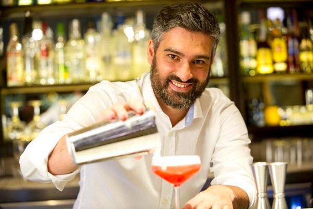 El barman Diego Cabrera