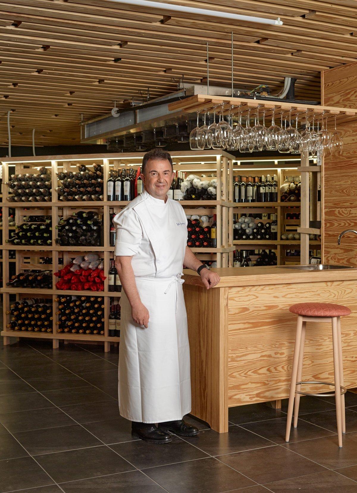 El chef Martín Berasategui en su establecimiento