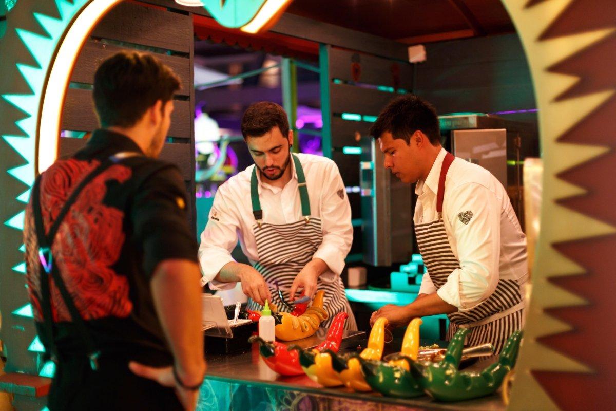 El equipo de cocina de HEART Ibiza