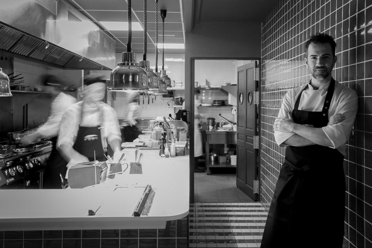 El jefe de cocina, Gianni Pinto, en la cocina abierta del restaurante
