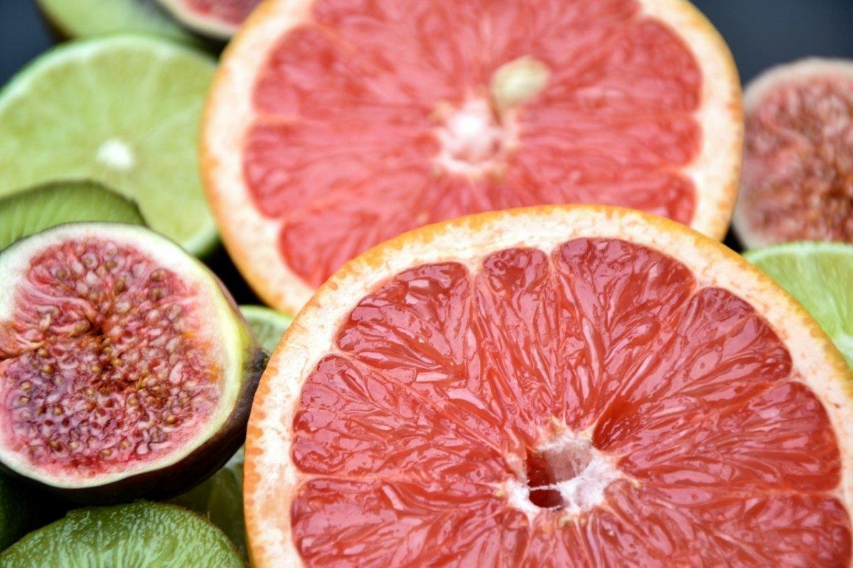 El pomelo es conocido también como toronja o pomelo rosado