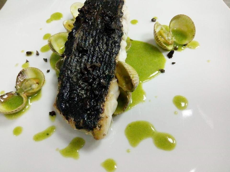 Elaboración con pescado y almejas de Lamadrid
