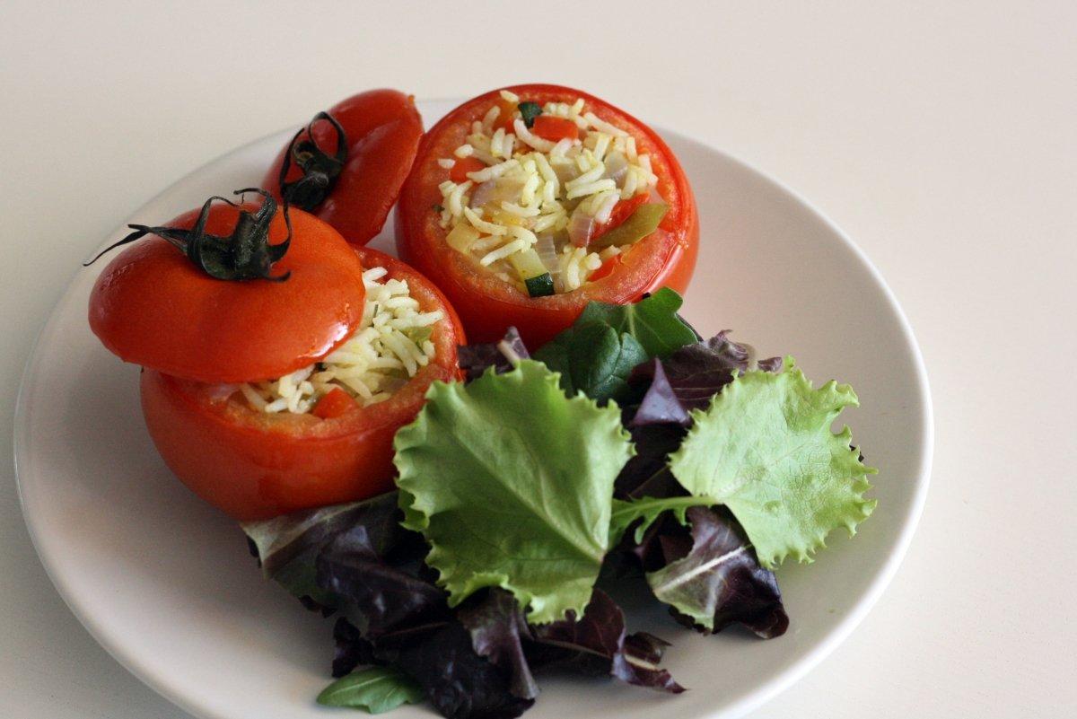 Emplatado de los tomates rellenos