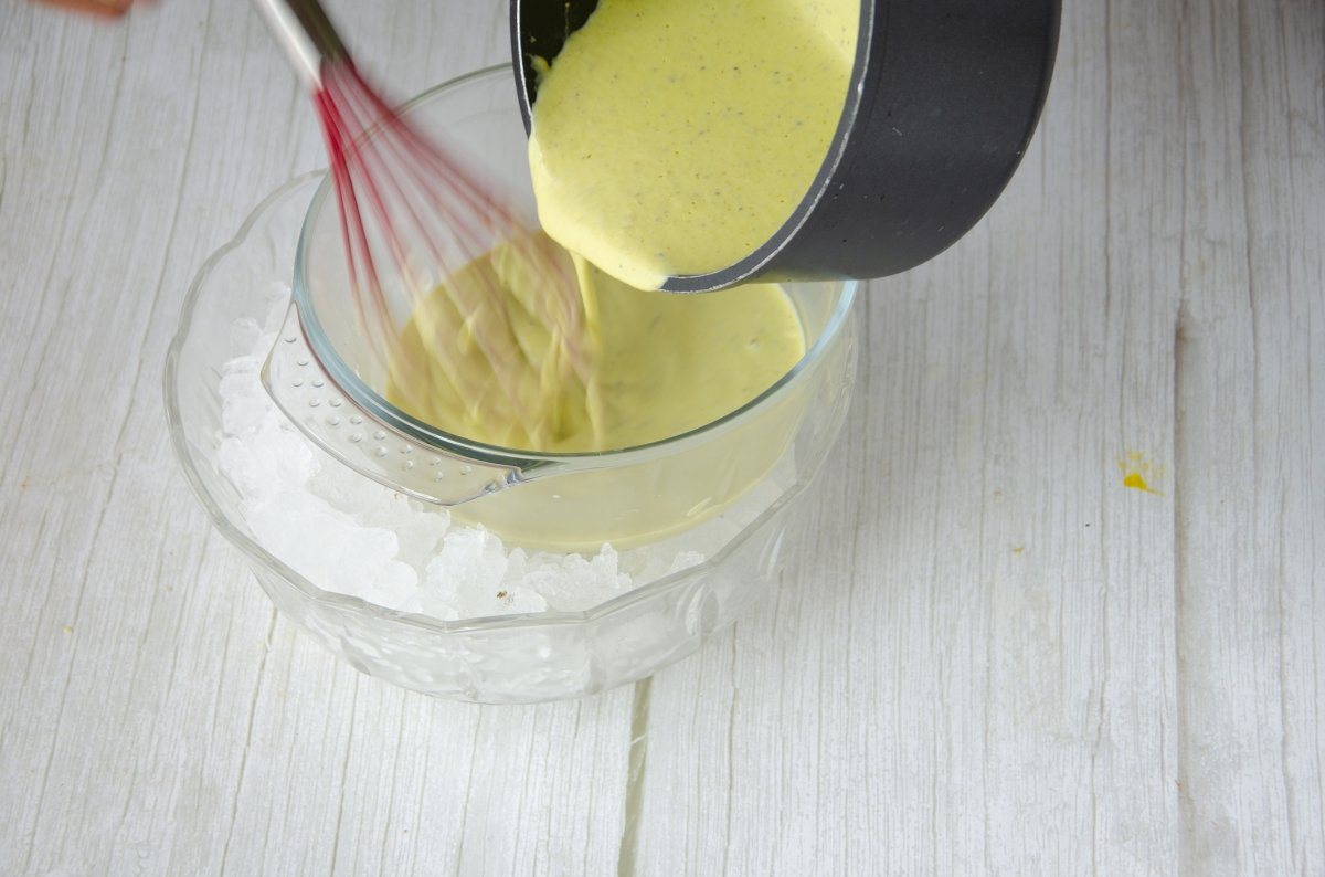Enfriamos la crema del helado de pistacho