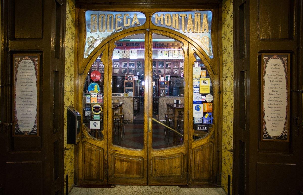 Entrada a Casa Montaña, el restaurante más antiguo de Valencia