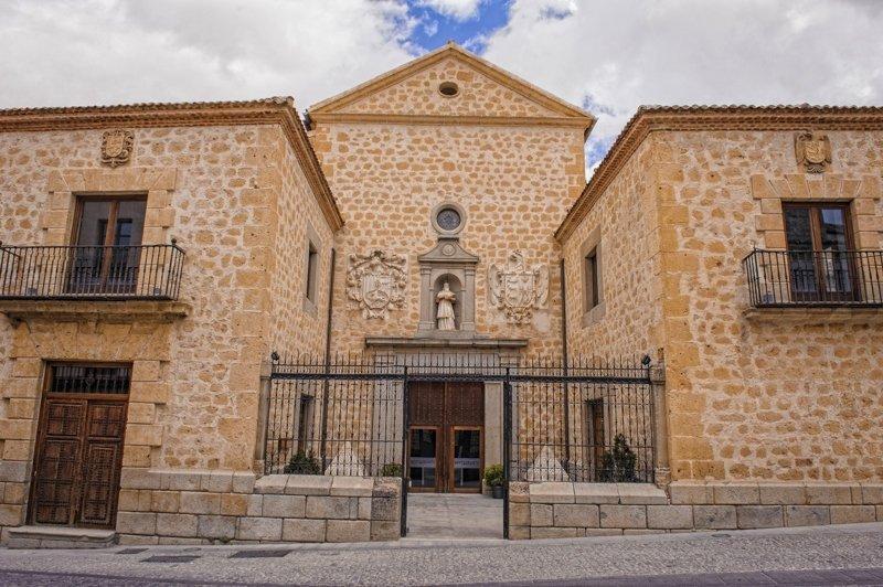 Entrada al antiguo Convento de Capuchinos donde está el restaurante Villena