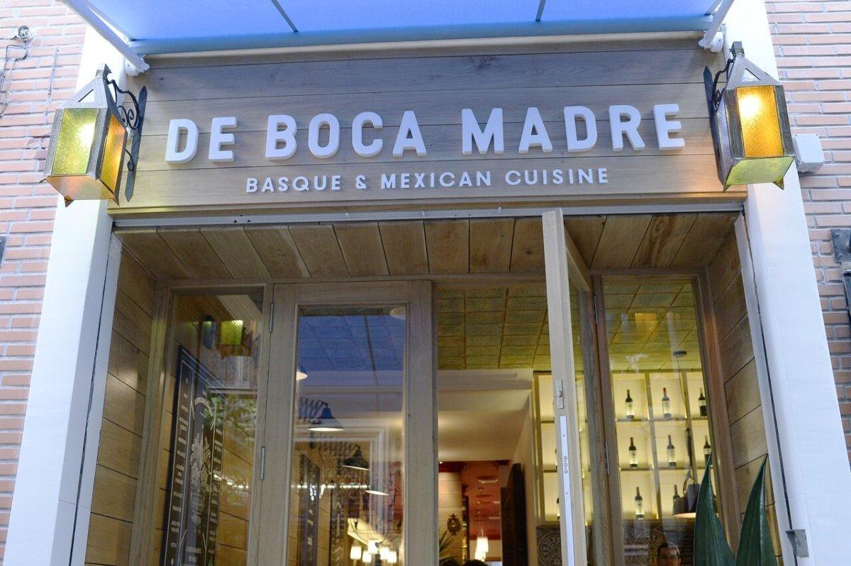 Entrada al restaurante De Boca Madre