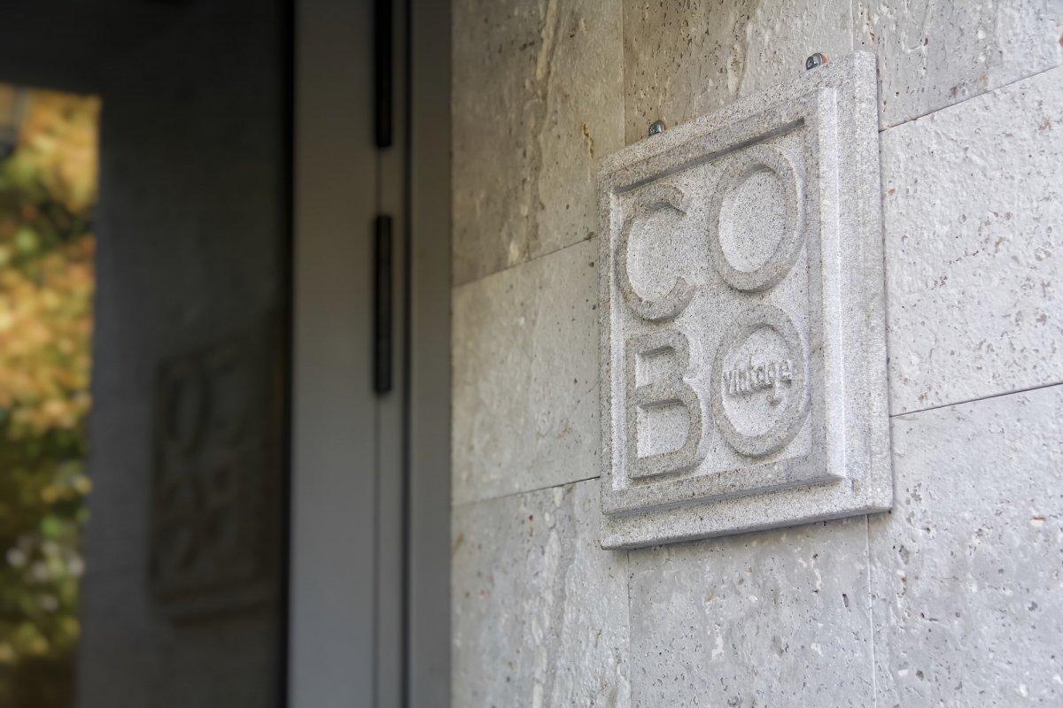 Entrada del restaurante COBO vintage