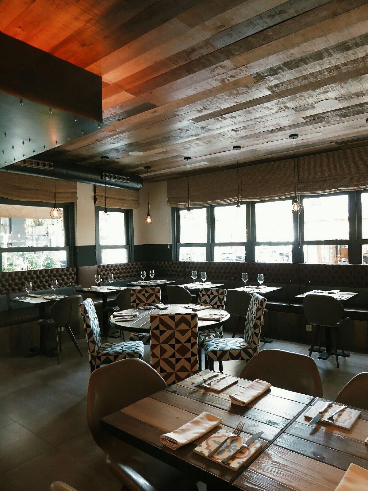 Espacio del restaurante KAVA