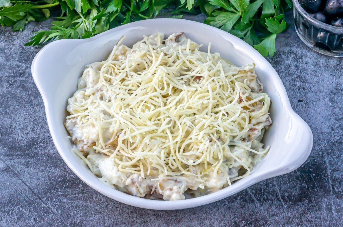 Espolvorear el queso para gratinar