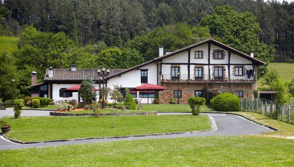 Exterior del caserío del restaurante Boroa