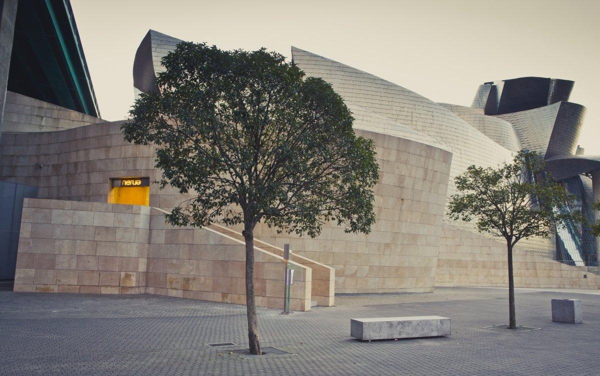 Exterior del restaurante Nerua y del Guggenheim Bilbao