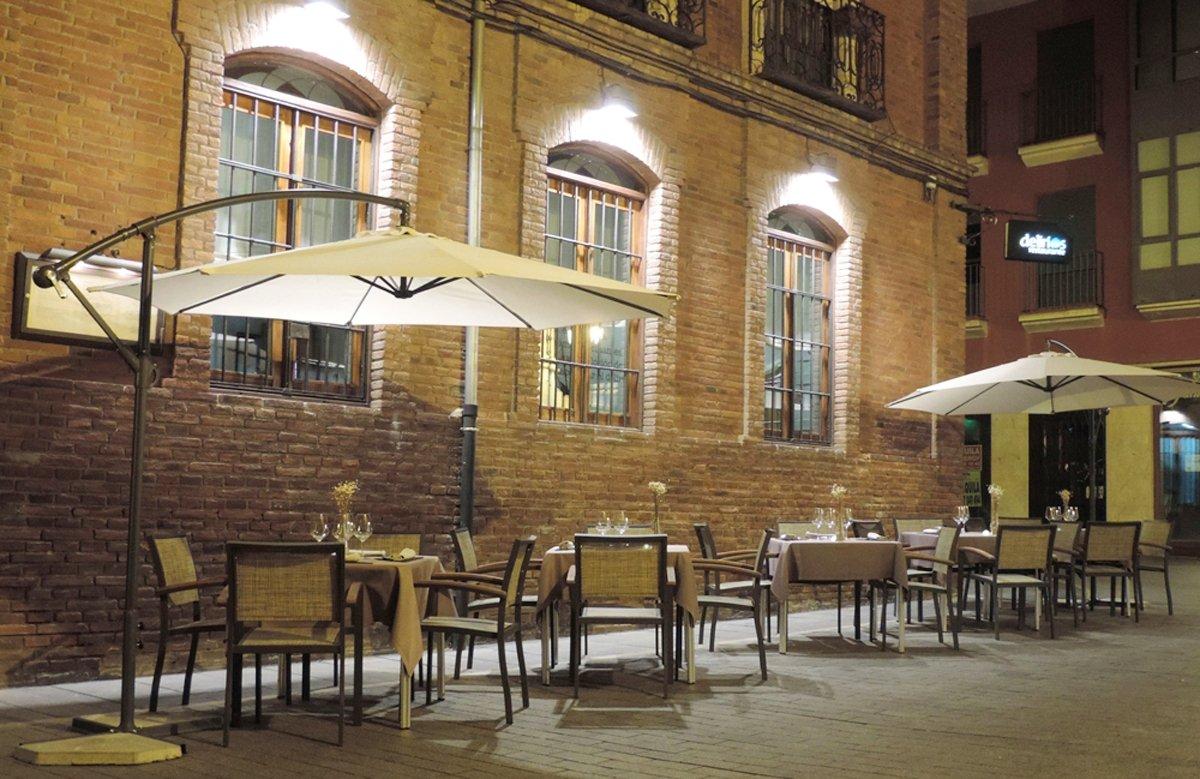 Exterior y terraza del restaurante Delirios