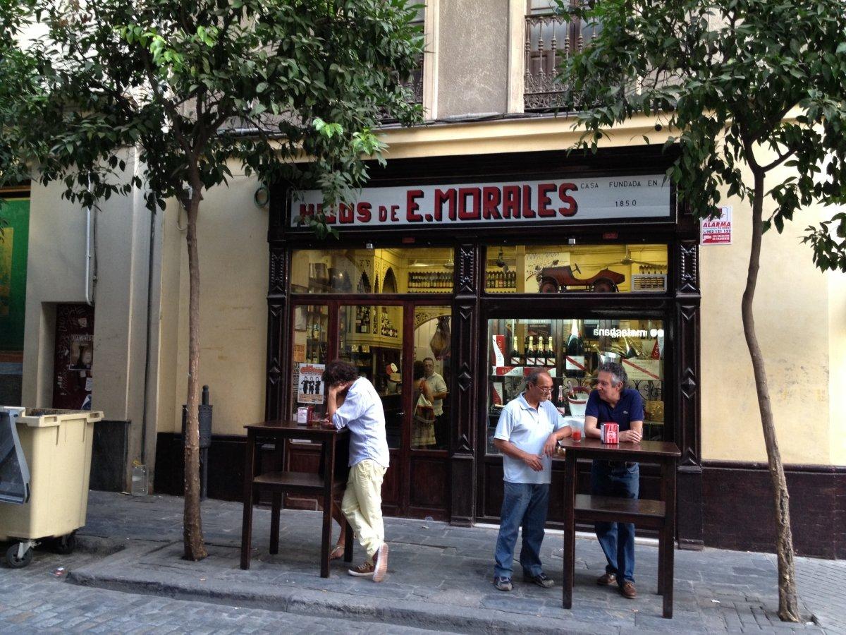 Fachada del restaurante Bodegas Morales