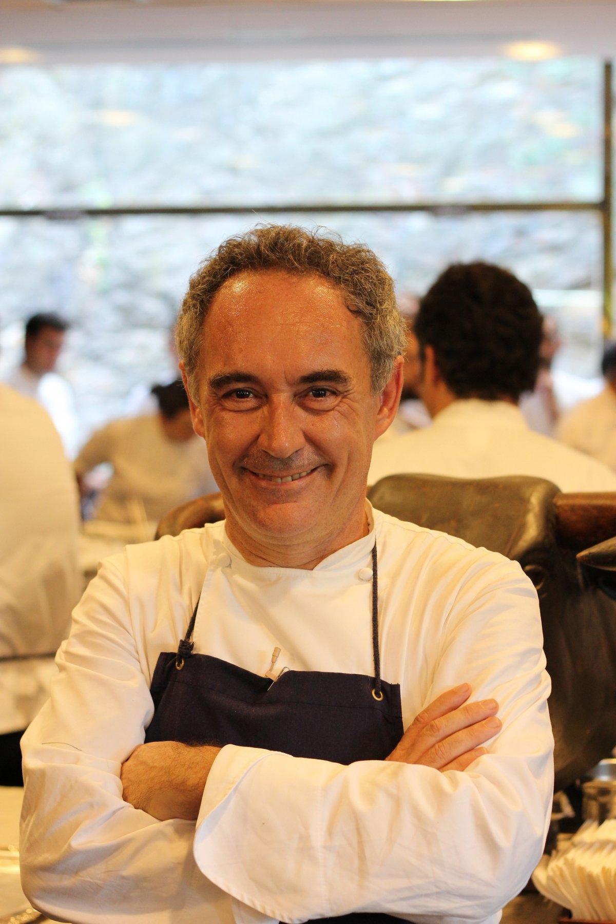 Ferran Adrià retratado en uno de sus últimos servicios en elBulli