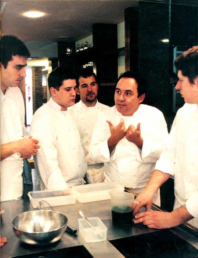 Ferran Adrià y Albert Raurich, entre otros, en elBulli en 1999