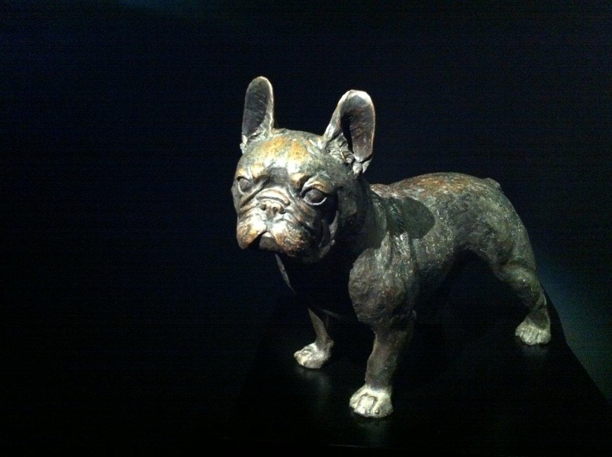 Figura de un bulldog expuesta en una exposición sobre elBulli
