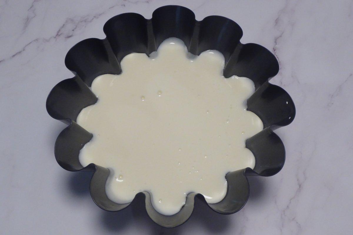Flan de mascarpone preparado para cuajar en nevera