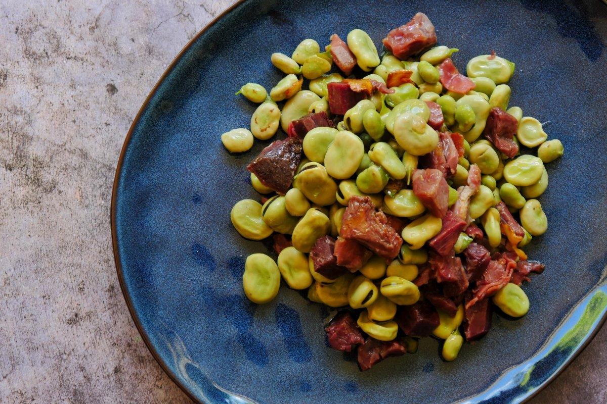 Foto de la receta de habas con jamón finalizada