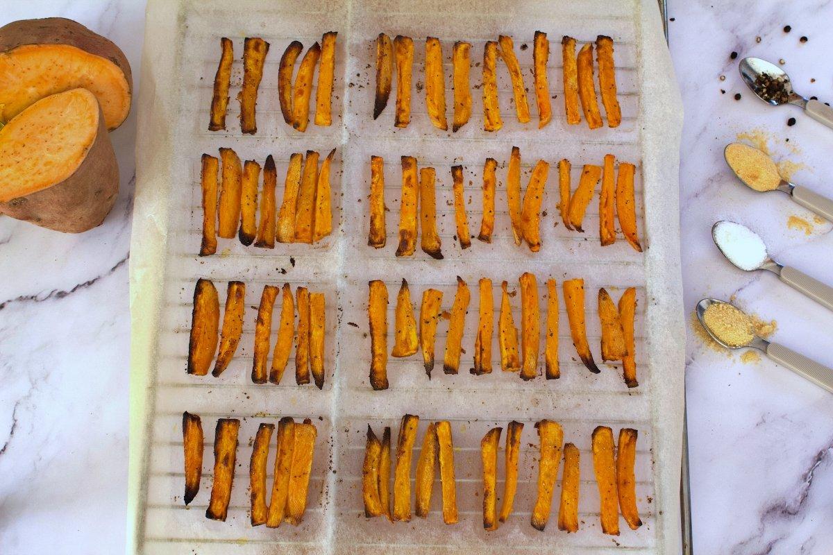 Foto final de los bastones de boniato al horno