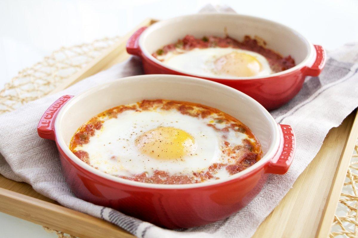 Foto final de los huevos al plato