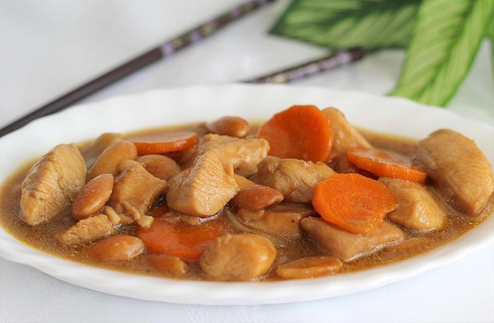 Foto final del pollo con almendras estilo chino