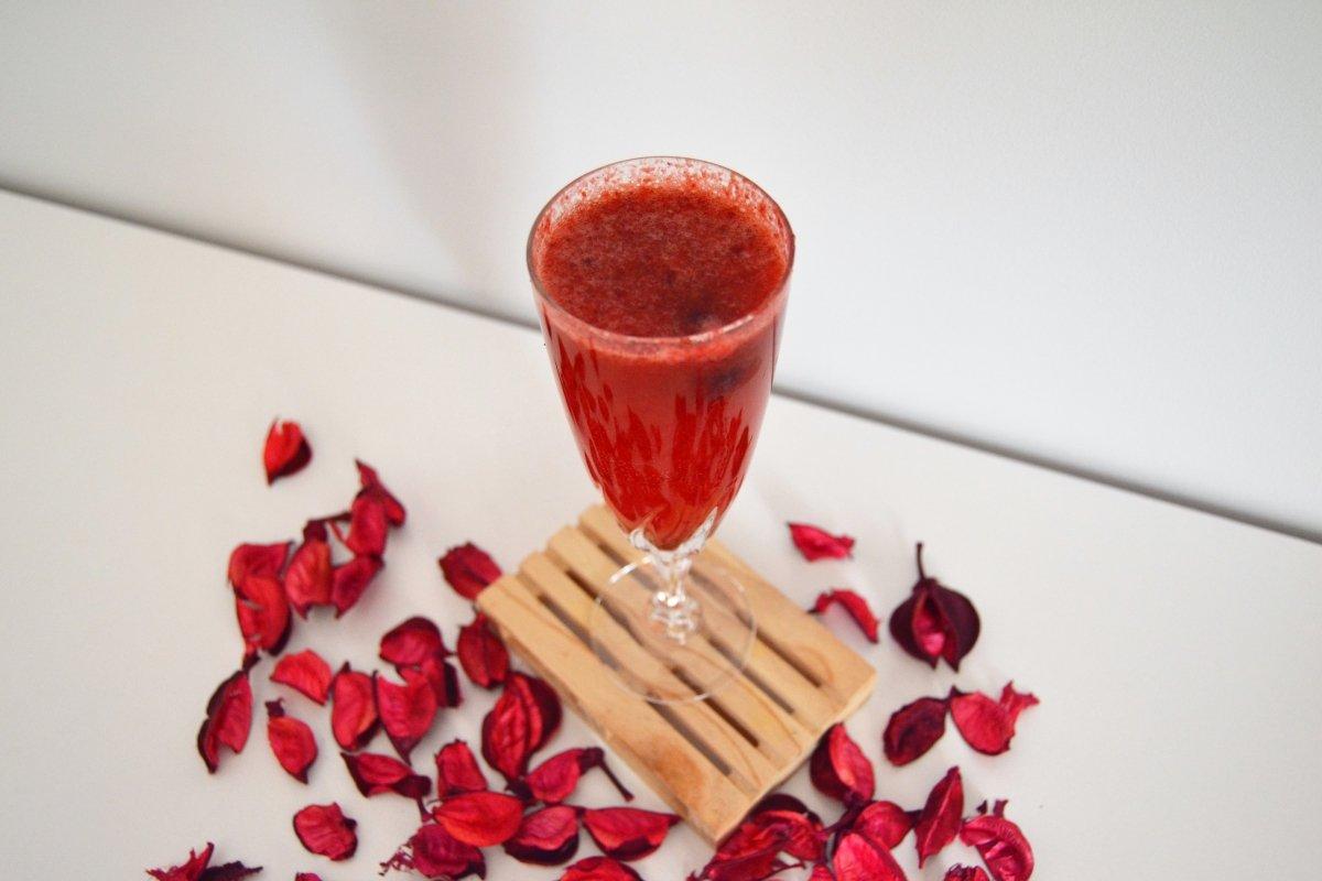 Foto final para el cóctel mimosa de frambuesa *