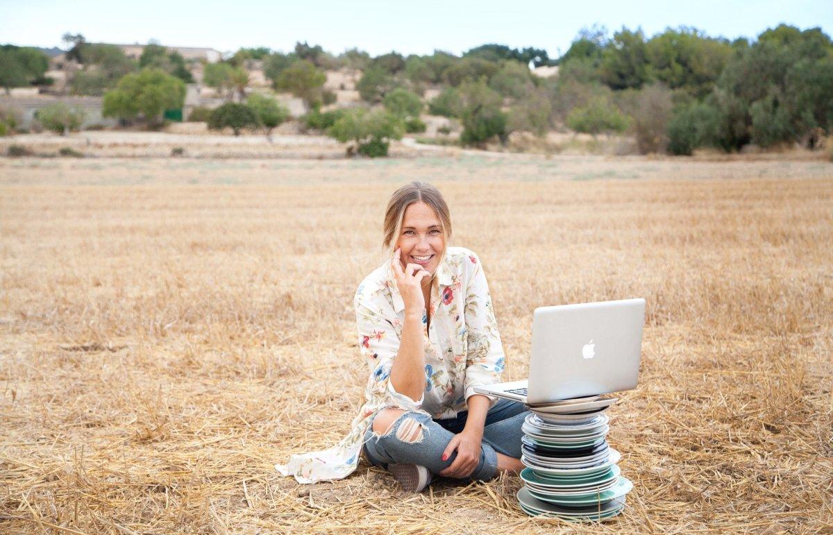 Fotografía de Marta Simonet en el campo