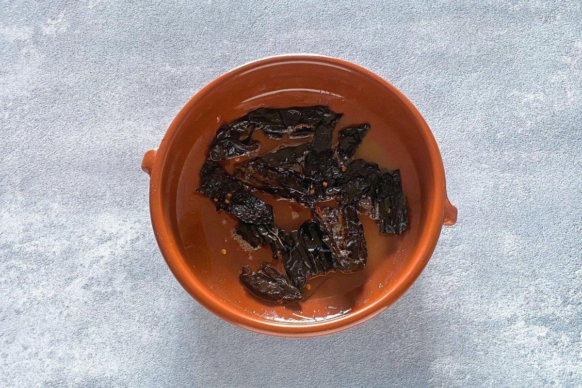 Freír los chiles troceadas
