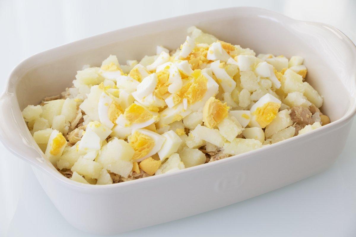 Fuente con patata y huevo