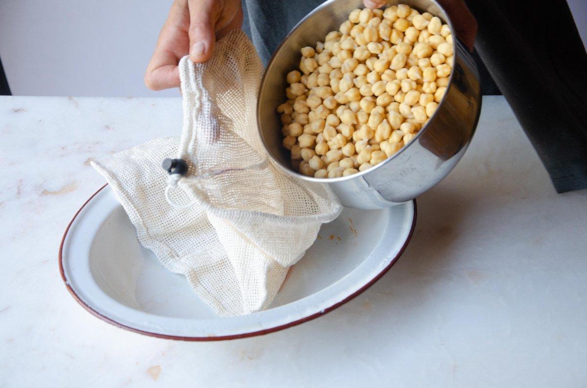 Garbanzos del cocido en la bolsa