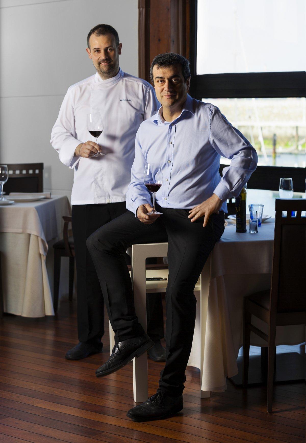 Gonzalo Pañeda y Antonio Pérez en el comedor del restaurante Auga